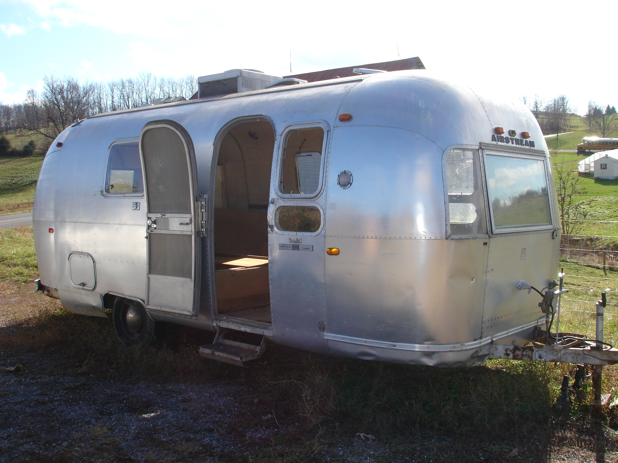 1969 Airstream Safari profile