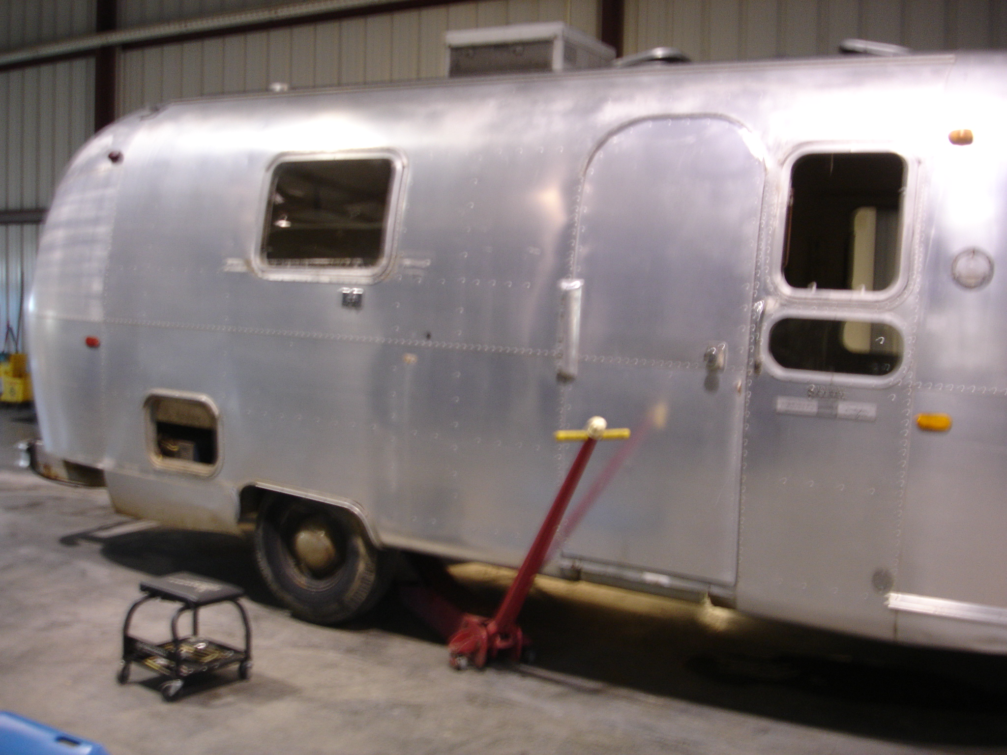 Jacking up the Airstream